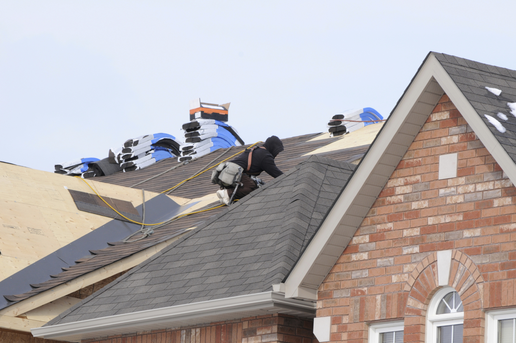 Effects of roofing shingle color on energy efficiency